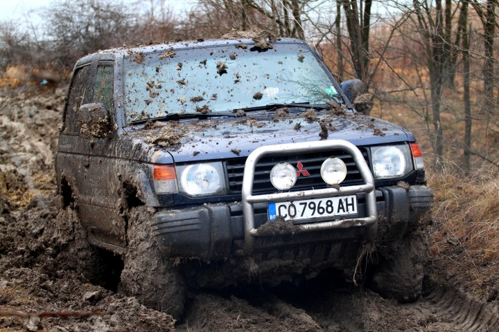mitsubishi_pajero_in_off-roading