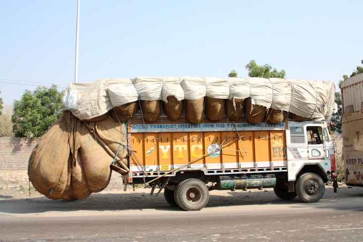 truck_in_india_-_overloaded