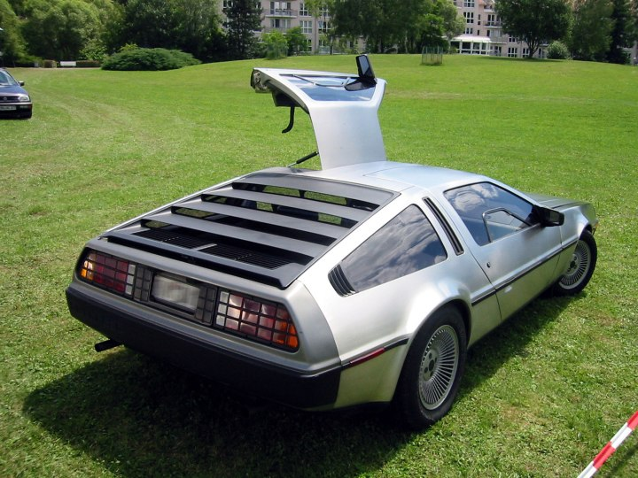 delorean_dmc12_rear